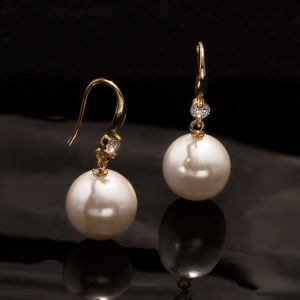 Shell Pearl Simple Zirconia Dangling Earring